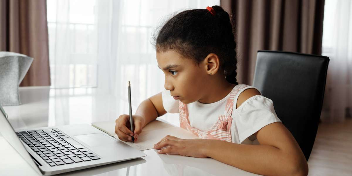 Tips to follow when your kid is doing an online class